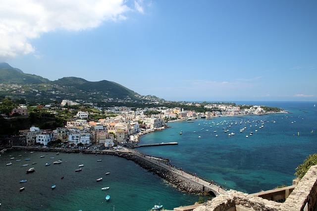Ostrov v Neapolském zálivu